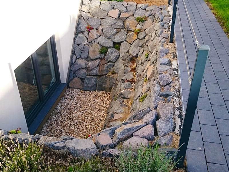 Lichtschacht aus Basalt Naturstein
