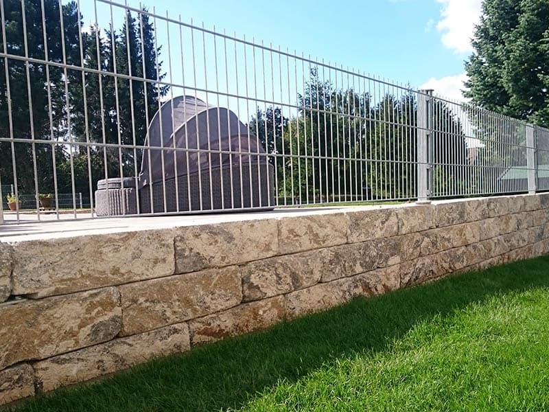 Terra Roma Betonmauerstein, Doppelstabmatten Zaun