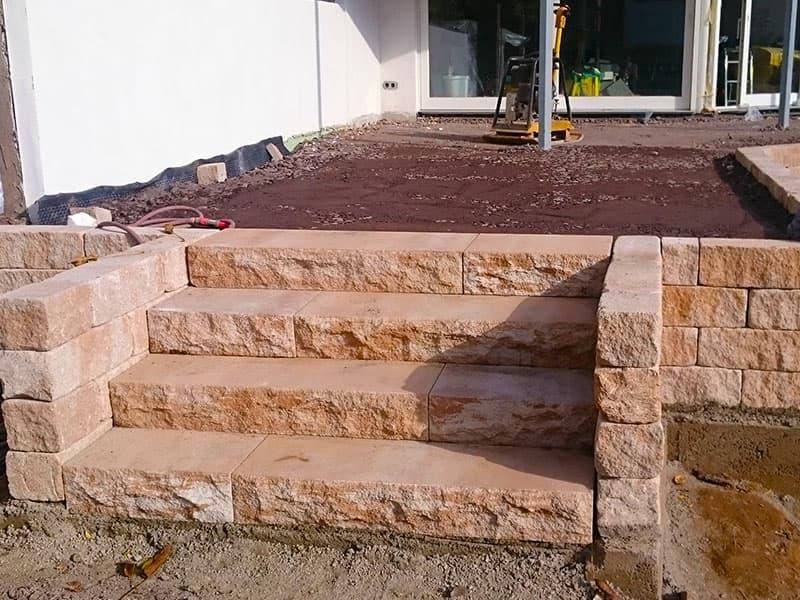 Terra Roma Blockstufen und Mauer